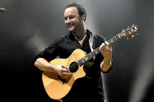 dave matthews band performs 220210